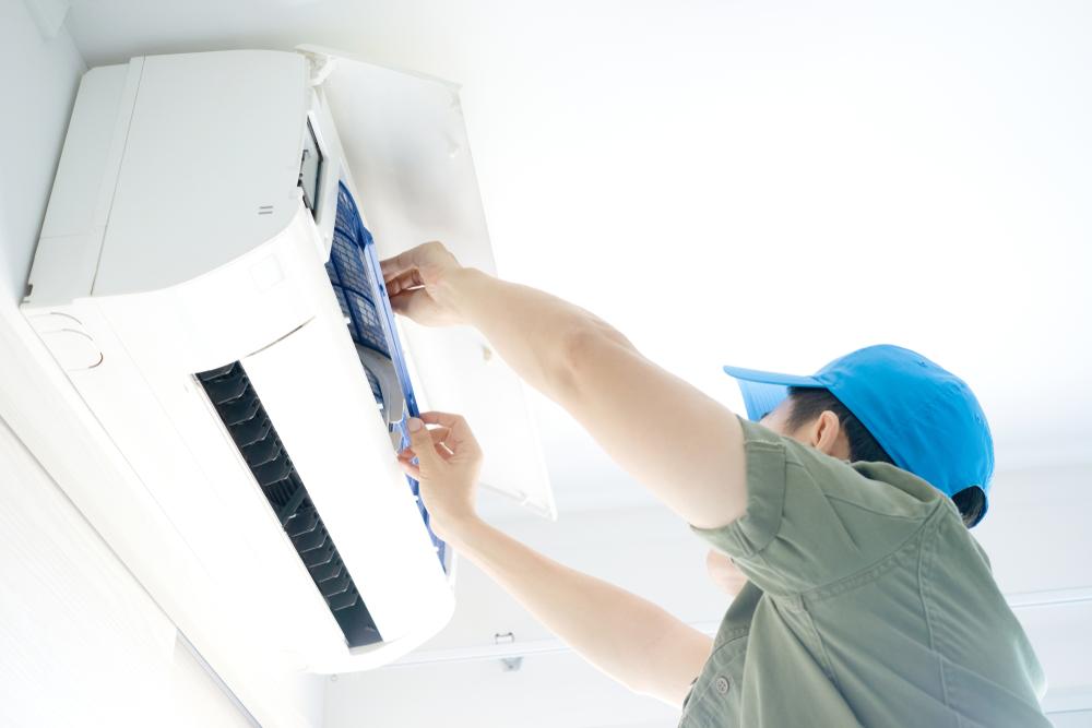 Des professionnels installateurs et maintenance climatiseur en Martinique et Guadeloupe à votre disposition pour tous travaux d'aménagement d'une climatisation saine